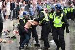 欧洲杯英格兰失利后球迷大闹 49人被捕