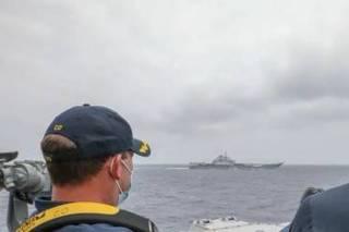 航母辽宁舰和美舰碰面了