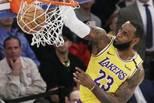 NBA-湖人胜尼克斯 詹皇暴力虐筐