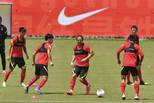 中国男足上海集训 重视热身训练