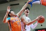 CBA-浙江广厦客场对阵上海 刘铮强行攻击篮筐