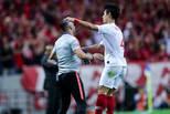 亚冠-上港1-1浦和 王燊超破门与主帅互动