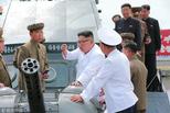 金正恩视察朝鲜新造战舰 体验海上试航