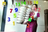 18碗米粉重30斤 女子一次性端着上下楼