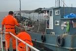 台方查扣大陆渔船 渔获被倒回海中