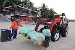 中秋夜三亚环卫工从海滩清走44吨垃圾