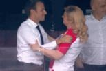 马克龙吻克女总统 足联主席尴尬整理腰带