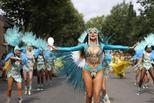英国诺丁山狂欢节:巡游队伍街头热舞