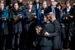 丹麦首富为恐袭中罹难的3孩子举行葬礼