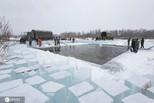 实拍漠河取冰现场 晶莹剔透如水晶