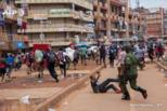 乌干达的疫情前夜:警察鸣枪驱散人群