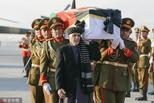 日本遇难医生灵柩回国 阿富汗总统抬棺