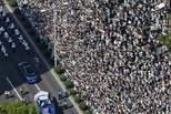 日本10万人狂欢后 地上一尘不染