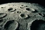 美媒:月球陨石坑下发现大量神秘物质