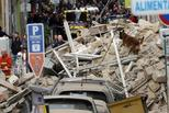 法国马赛一幢建筑倒塌 疑有居民被埋