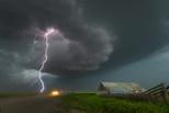 残酷与魅力!摄影师冒险拍美国极端天气