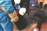 运砂船翻沉 船员被困4天获救