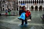 """""""水城""""威尼斯被淹,热门景点成这样"""
