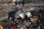 乌客机坠毁:连遭两枚导弹袭击后爆炸