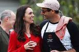 新西兰美女总理宣布怀孕 老公当全职爸爸