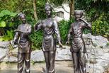"""最尴尬的雕塑:""""刘三姐""""被游客摸到掉漆"""