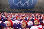 卖力!朝鲜啦啦队为韩国冰球队助威