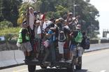 移民大军冲破封锁 特朗普发推警告