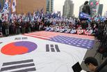 """朴槿惠被弹劾2周年 支持者要求""""放人"""""""