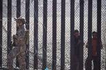 美政府边境用催泪瓦斯 移民动乱中迎新年