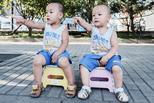 双胞胎的倒影世界