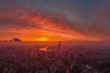 台风来临前的魔都 火烧云映照上海