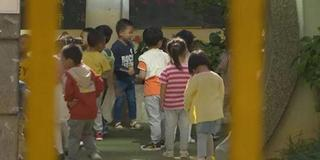 幼儿园食物有异味 孩子捏鼻子也吃不下