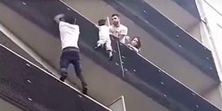 小伙30秒徒手攀爬4层楼救下遇险小孩