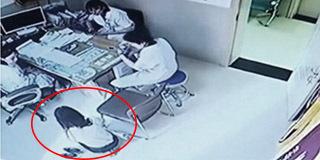 女子跪求医生做免费人流 事后翻脸索赔