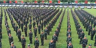 中国武警进行针对性防暴冲突演练