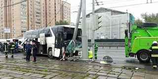 俄大巴撞上电线杆 29名中国游客受伤