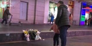 重庆市民自发悼念被坠楼者砸死女生