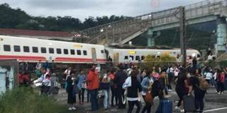 台湾宜兰火车出轨 已致17死118伤