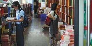 男生投诉女生穿短裙进图书馆属性骚扰
