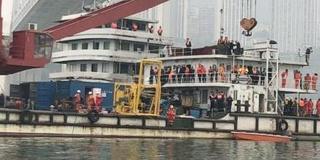 重庆坠江公交车黑匣子被打捞出水