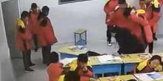 初中生教室殴打同学 同学没事自己猝死