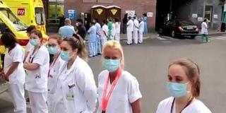比利时首相访医院遭冷待 医护背对表不满
