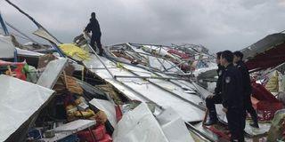安徽马鞍山遭狂风暴雨袭击 致2死10伤