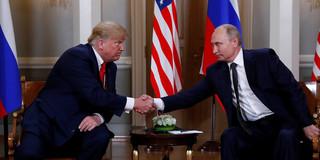 普京特朗普会晤:两人握手3秒 无笑容