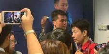 内地电视台记者被香港记者围堵