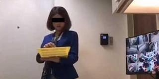 银行女职员把存款塞衣兜 客户竟无察觉