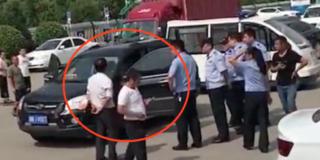 两男子在车内开空调睡觉窒息死亡