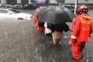 湖北宜昌暴雨致内涝 消防疏散1000余人
