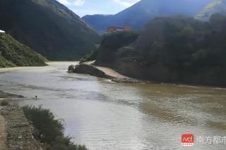 水位涨!金沙江堰塞湖威胁已达20公里