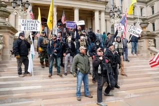 美国多地爆发反居家令游行?福奇回应